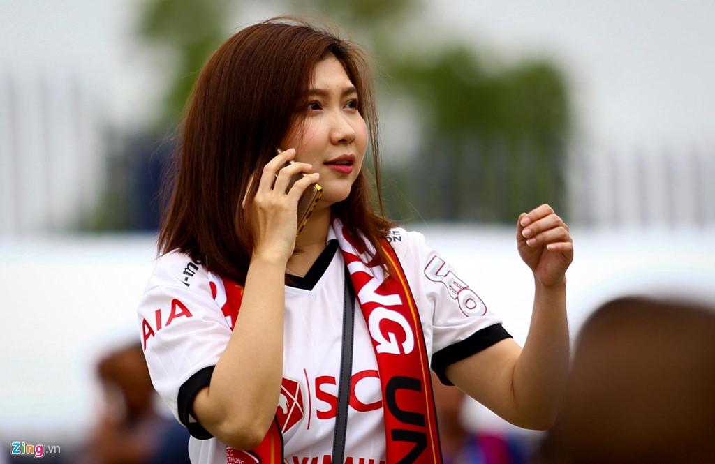 CĐV xếp hàng nhiều giờ trước derby Việt Nam ở Thai League - Hình 5