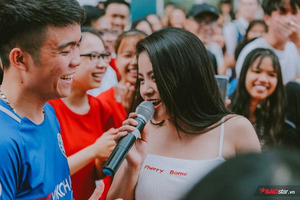 HLV Hồ Hoài Anh chọn cách Đối đầu khác người tại The Voice 2019: Đến KTX Đại học để thi hát? - Hình 9