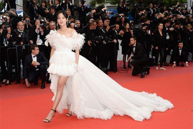 Những bộ váy đẹp nhất trên thảm đỏ Cannes 2019 - Hình 26