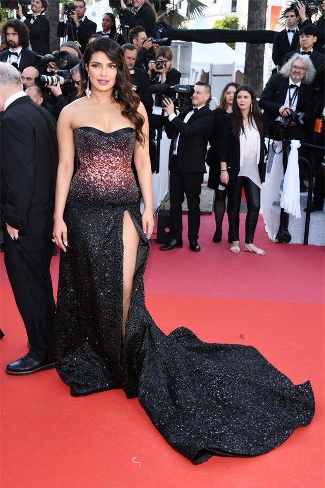 Những bộ váy đẹp nhất trên thảm đỏ Cannes 2019 - Hình 27