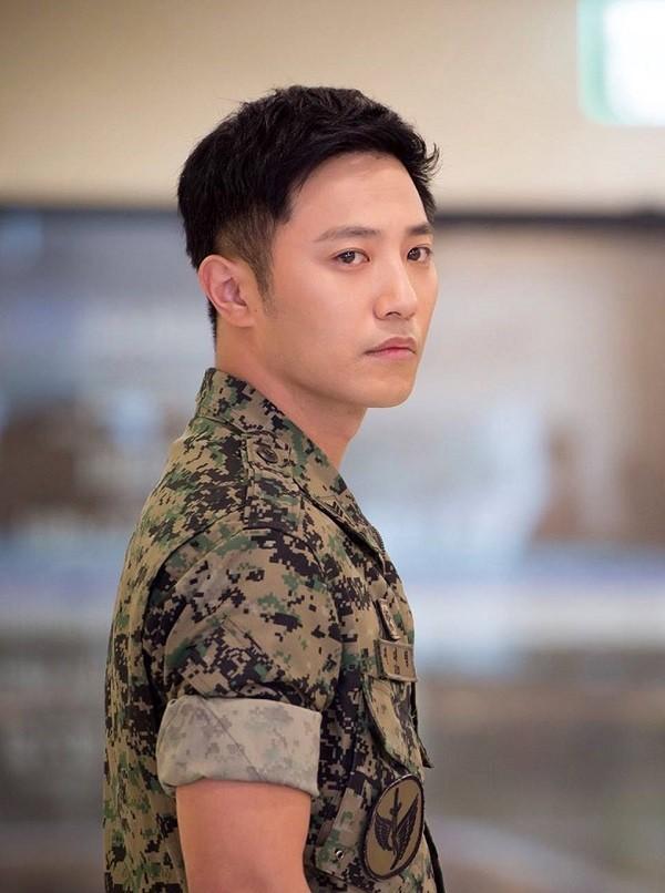 Trước khi yêu Song Joong Ki, Kim Ji Won dính thính cực mạnh từ 6 nam thần màn ảnh này: Số 6 còn bị đồn hẹn hò! - Hình 3