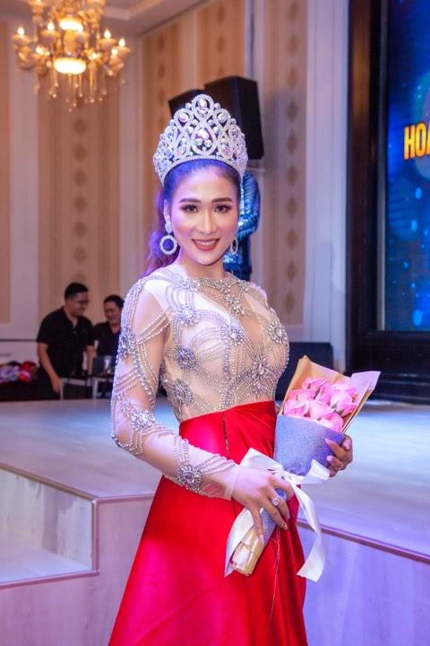 Á hậu Hoàng Thiên Ngân gợi cảm với váy xuyên thấu - Hình 1