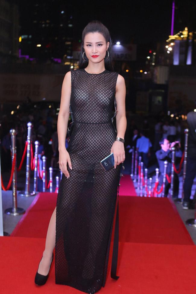 Top váy mặc như không: Người đẹp Việt ngày càng táo bạo không thua phụ nữ Tây Âu - Hình 16