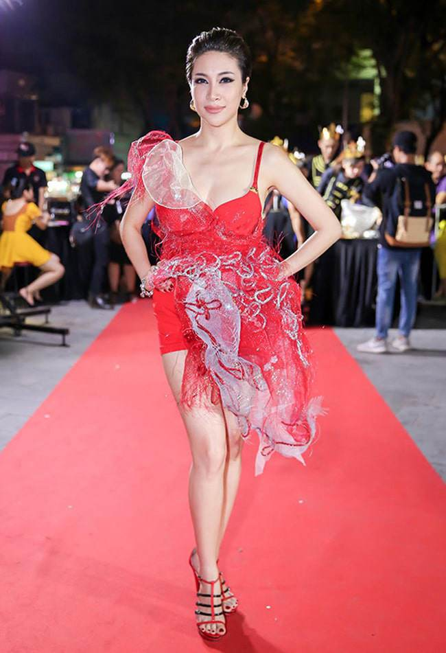 Top váy mặc như không: Người đẹp Việt ngày càng táo bạo không thua phụ nữ Tây Âu - Hình 10