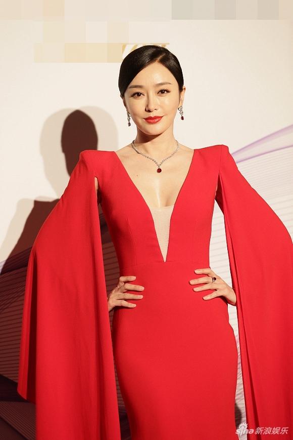 Thay đổi phong cách đỉnh như Tần Lam: Từ cực ngầu sang gợi cảm, kiêu sa hết phần thiên hạ - Hình 4