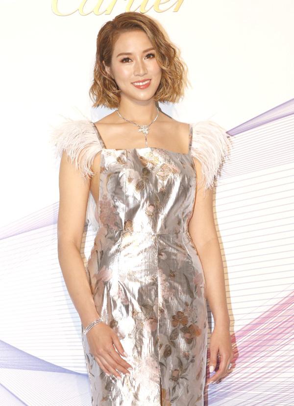Lâm Thanh Hà, Tần Lam diện váy xẻ ngực dự sự kiện - Hình 6