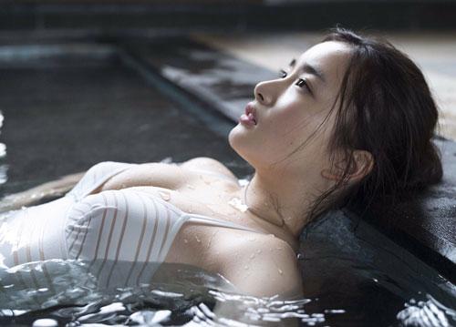 Đường cong 'chết người' của mỹ nhân người Nhật 'làm mưa làm gió' trên Playboy - Hình 9
