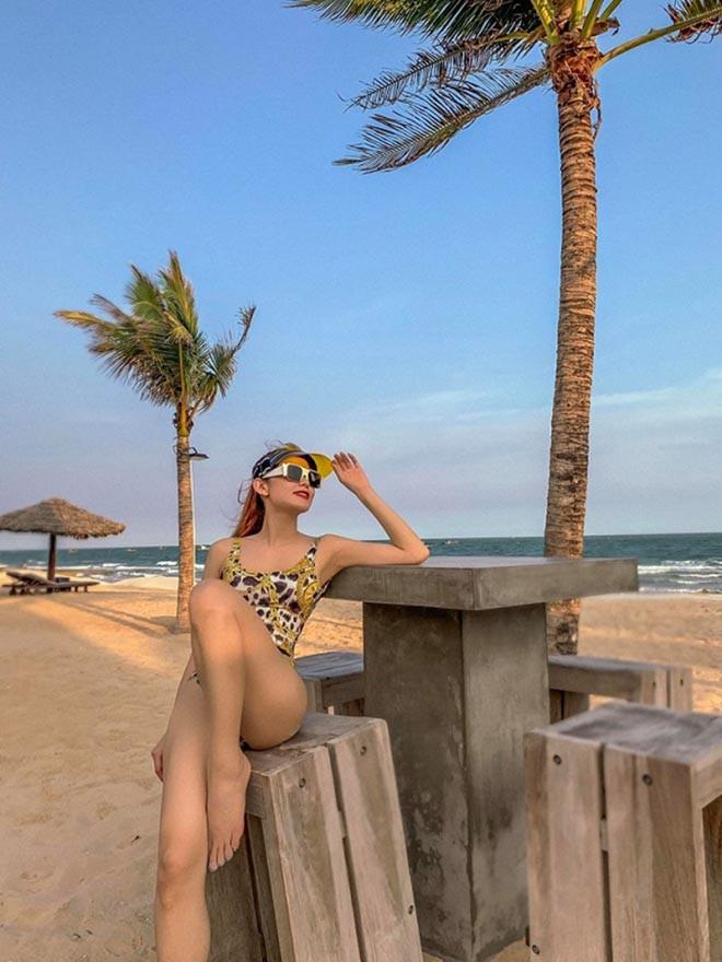 Minh Hằng khoe loạt ảnh diện bikini gợi cảm - Hình 3