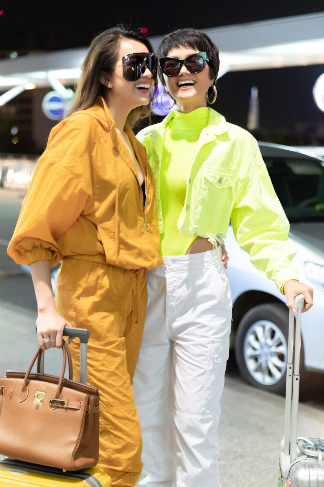 Được fan đẩy thuyền, H'Hen Niê và Lệ Hằng không ngại ôm nhau tình tứ tại sân bay trước giờ lên đường sang Úc - Hình 5