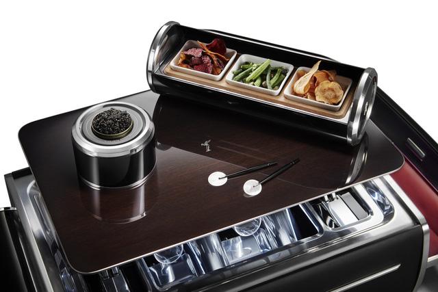 Bộ đồ uống champagne của Rolls-Royce đắt hơn một chiếc BMW - Hình 4