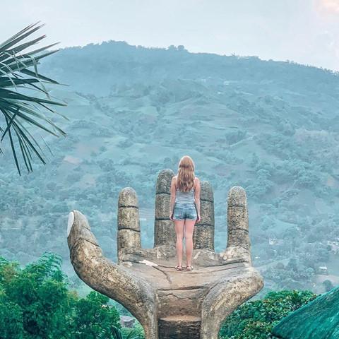 Bàn tay vàng trong làng sống ảo đẹp mê mẩn giữa rừng - Hình 11