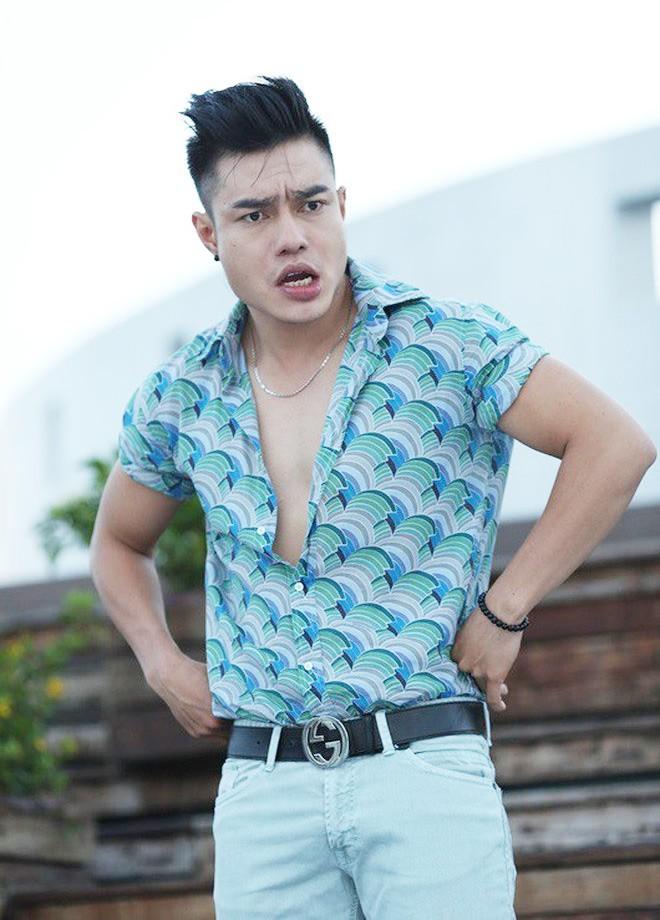 Diễn viên hài Lê Dương Bảo Lâm bị giang hồ gây sự, đánh khi đang phát cơm từ thiện, nhưng phản ứng của cư dân mạng lại khó hiểu thế này - Hình 1