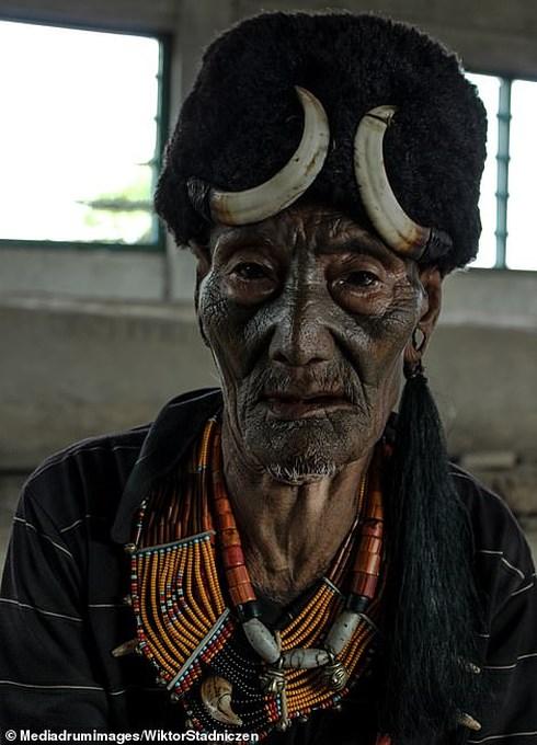 Kinh dị về bộ tộc diễu đầu người quanh làng cuối cùng ở Ấn Độ - Hình 2