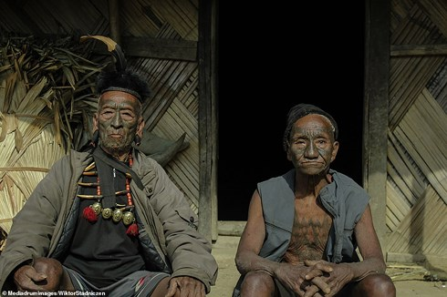 Kinh dị về bộ tộc diễu đầu người quanh làng cuối cùng ở Ấn Độ - Hình 4