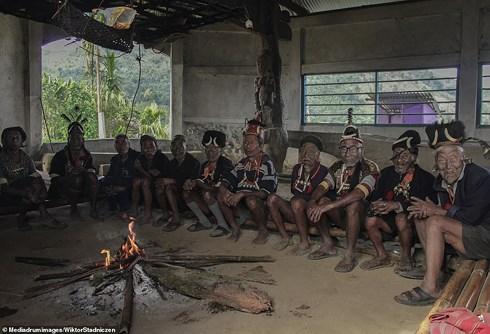Kinh dị về bộ tộc diễu đầu người quanh làng cuối cùng ở Ấn Độ - Hình 7