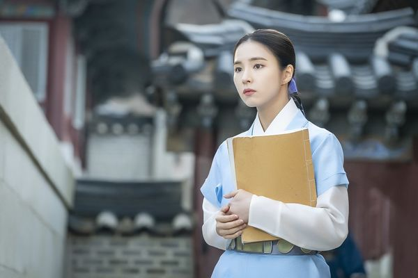 MBC phát hành hình ảnh đầu tiên của Mỹ nữ mặt đơ Shin Se Kyung trong phim Rookie Historian Goo Hae Ryung đóng cùng Cha Eun Woo - Hình 1