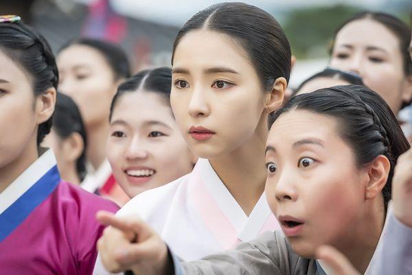 MBC phát hành hình ảnh đầu tiên của Mỹ nữ mặt đơ Shin Se Kyung trong phim Rookie Historian Goo Hae Ryung đóng cùng Cha Eun Woo - Hình 3