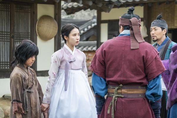 MBC phát hành hình ảnh đầu tiên của Mỹ nữ mặt đơ Shin Se Kyung trong phim Rookie Historian Goo Hae Ryung đóng cùng Cha Eun Woo - Hình 4