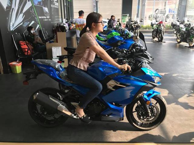Sao nữ Việt chịu chơi chẳng kém cánh mày râu khi sẵn sàng mua quà tiền tỷ tặng bạn đời - Hình 5