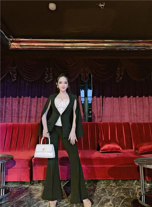 Búp bê sống Đà Nẵng: Mỗi lần ra đường phải make-up, chọn trang phục kỹ lưỡng - Hình 4