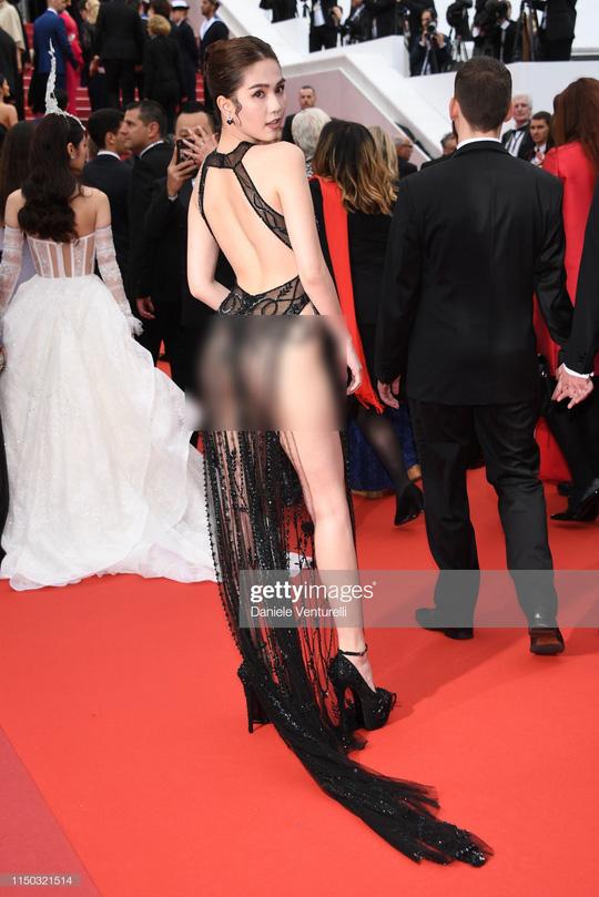 Chẳng giống khán giả Việt, công chúng quốc tế hết lời khen ngợi Ngọc Trinh ở Cannes - Hình 1