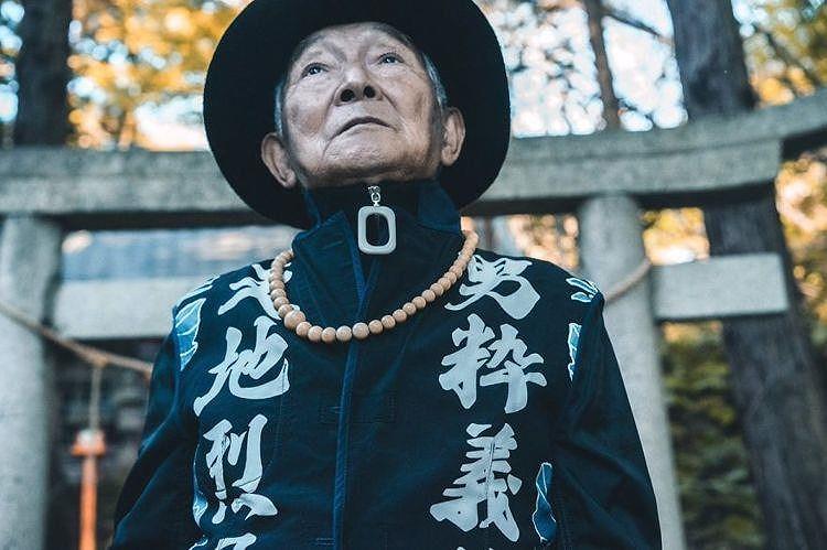 Choáng với độ ngầu ông nội thời trang Nhật Bản - Hình 14