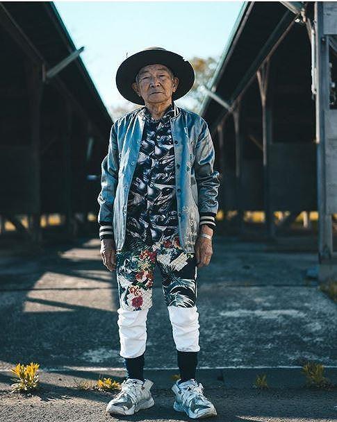 Choáng với độ ngầu ông nội thời trang Nhật Bản - Hình 13