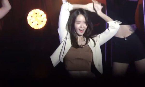 Clip: YoonA (SNSD) khiến khán giả phát cuồng khi dance cover liên tù tì loạt hit của BlacPink, Taeyeon,Tiffany,... tại tiệc sinh nhật - Hình 1