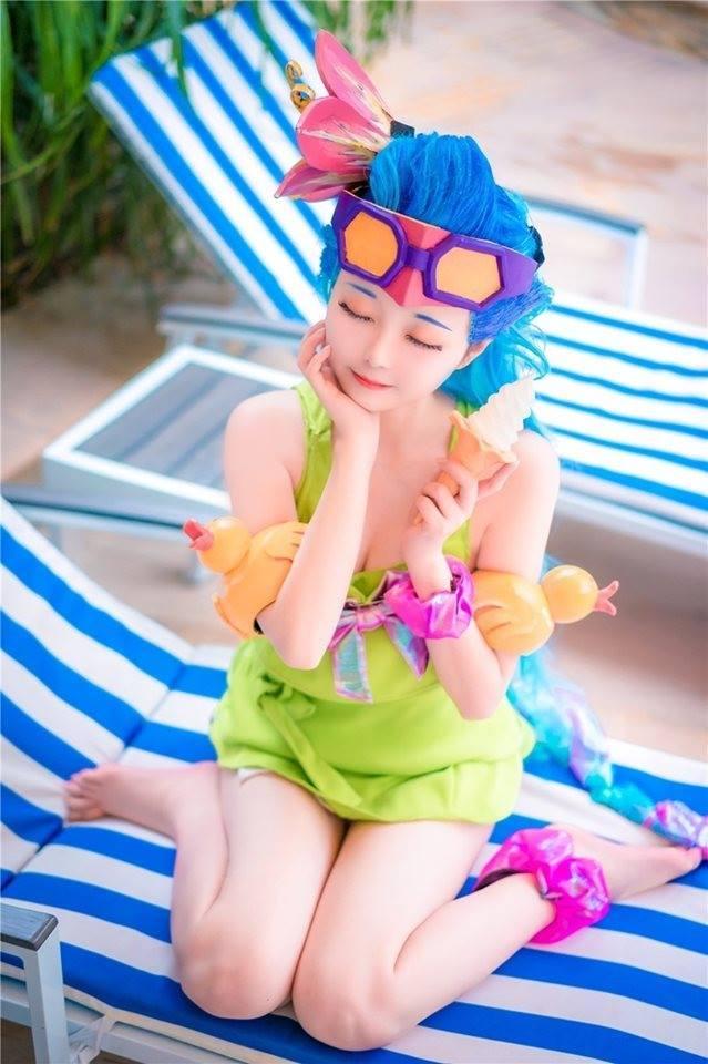 Cosplay Zoe Tiệc Bể Bơi đẹp rụng tim trong Liên Minh Huyền Thoại - Hình 8