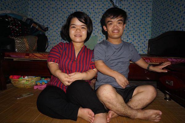 Cuộc sống khốn khó nhưng ngập tràn hạnh phúc của đôi vợ chồng tí hon, chỉ cao 1 mét ở Hà Nội - Hình 3