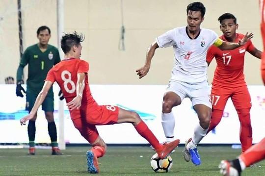 Hết tuyển Thái chơi xấu ở Kings Cup, đến lượt U23 bị tố triệt hạ cầu thủ Singapore - Hình 1
