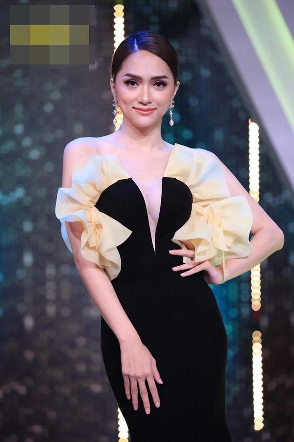 Hoa hậu Hương Giang cãi lời nhà thiết kế, tự biến tấu váy áo và đây là cái kết - Hình 4