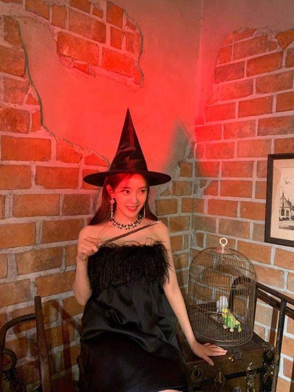 Hyomin khiến nhiều người mê mẩn nhan sắc ngọt ngào khi hóa thân thành cô phù thủy nhỏ - Hình 8