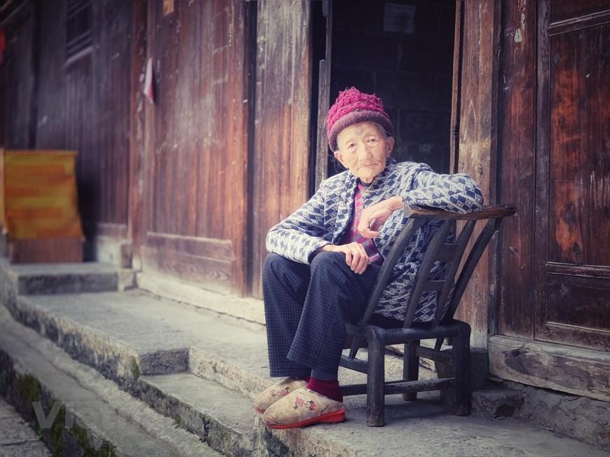 [Photo] Phù Dung trấn: Làng cổ kỳ bí nghìn năm 'treo' trên thác nước - Hình 23