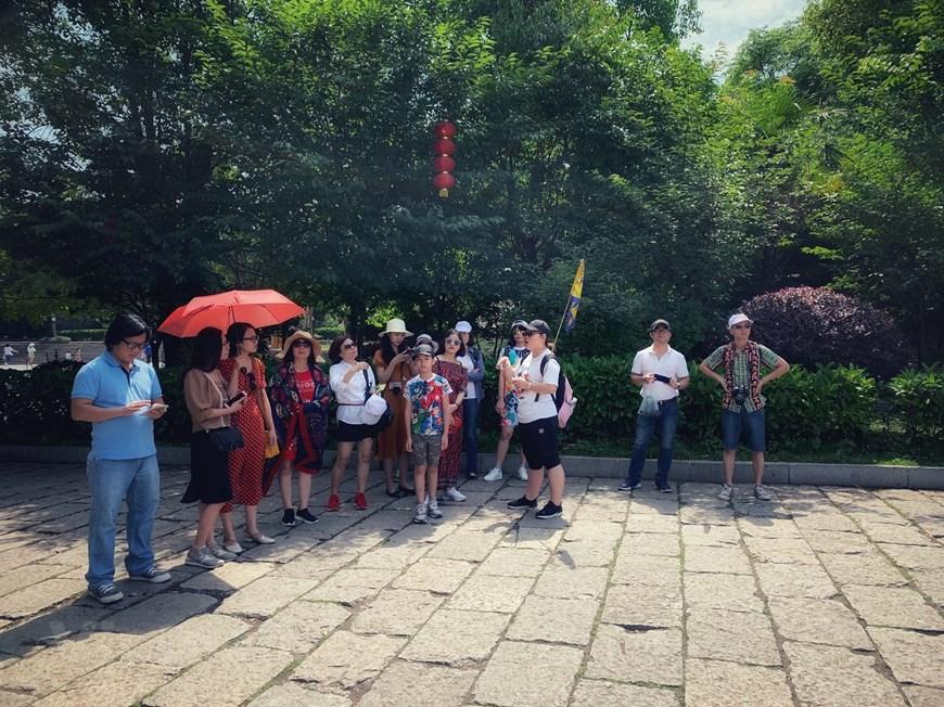 [Photo] Phù Dung trấn: Làng cổ kỳ bí nghìn năm 'treo' trên thác nước - Hình 26