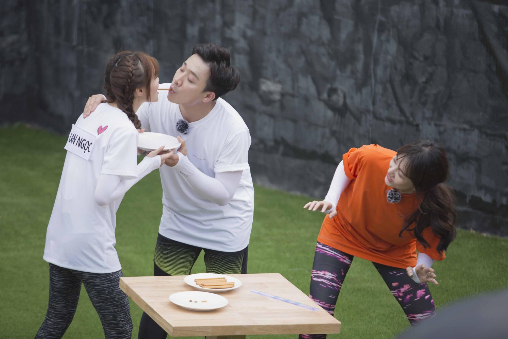 Running Man không lên sóng: Biết Lan Ngọc sắp hôn môi Trấn Thành, Hari Won tung chiêu đánh ghen khiến ai cũng choáng - Hình 7