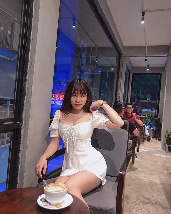 Bạn gái Lâm Tây chuộng váy ngắn, quần short khoe chân dài - Hình 6