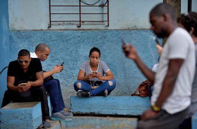 Cuba sắp hợp pháp hóa hoạt động lắp đặt Wi-Fi cho người dân và nhập khẩu thêm router để mở rộng Internet công cộng - Hình 1