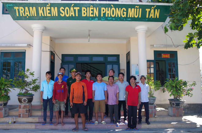 Cứu 11 ngư dân Bình Định bị cháy tàu cá tại vùng biển Trường Sa - Hình 2