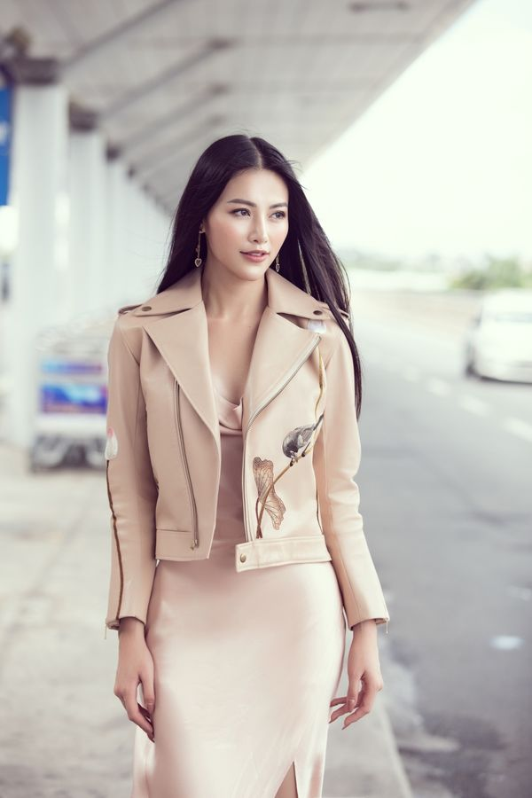 Đi chấm thi Miss Earth Singapore, Hoa hậu Phương Khánh đẹp như thần Vệ Nữ làm náo loạn sân bay - Hình 6