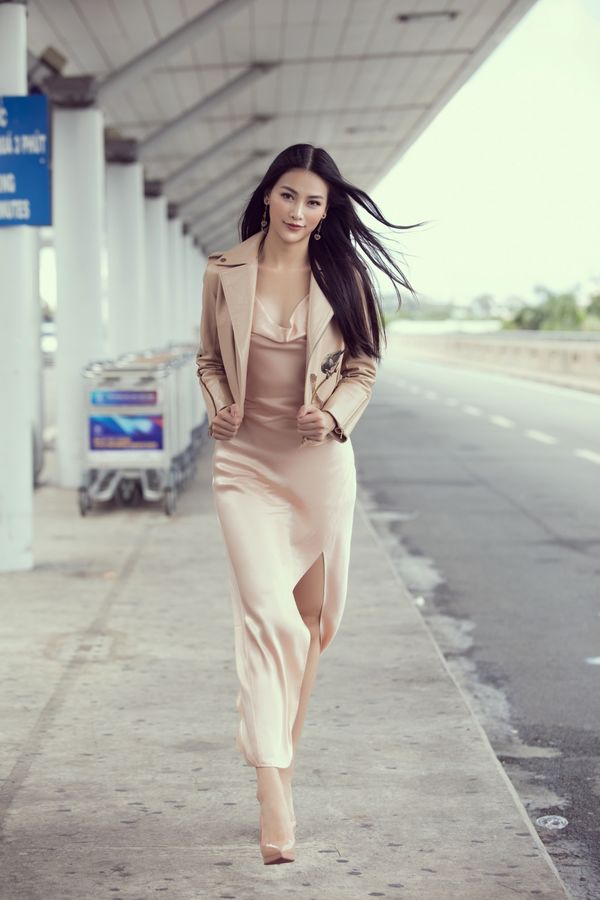 Đi chấm thi Miss Earth Singapore, Hoa hậu Phương Khánh đẹp như thần Vệ Nữ làm náo loạn sân bay - Hình 5