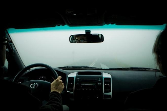 Kinh nghiệm lái xe hơi ngày giá rét, sương mù - Hình 1