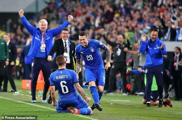 Lukaku chói sáng cùng Bỉ, Italia ngược dòng ngoạn mục - Hình 3