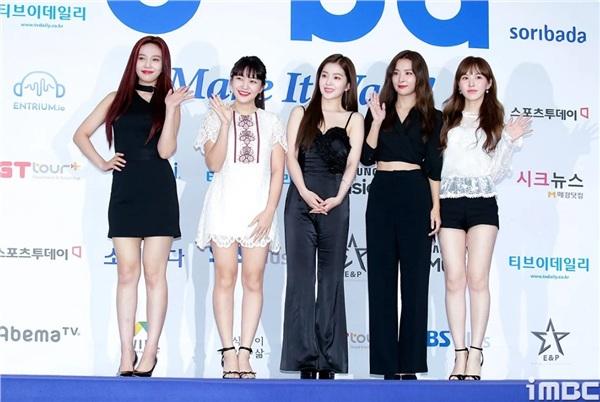 Mang tiếng nhóm nữ hàng đầu, Red Velvet vẫn thua kém TWICE và Black Pink vì diện đồ không xấu cũng hở - Hình 6