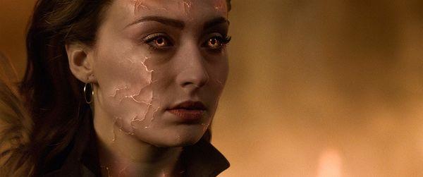Nữ chính trong X-Men: Dark Phoenix gợi liên tưởng đến Captain Marvel của MCU - Hình 2