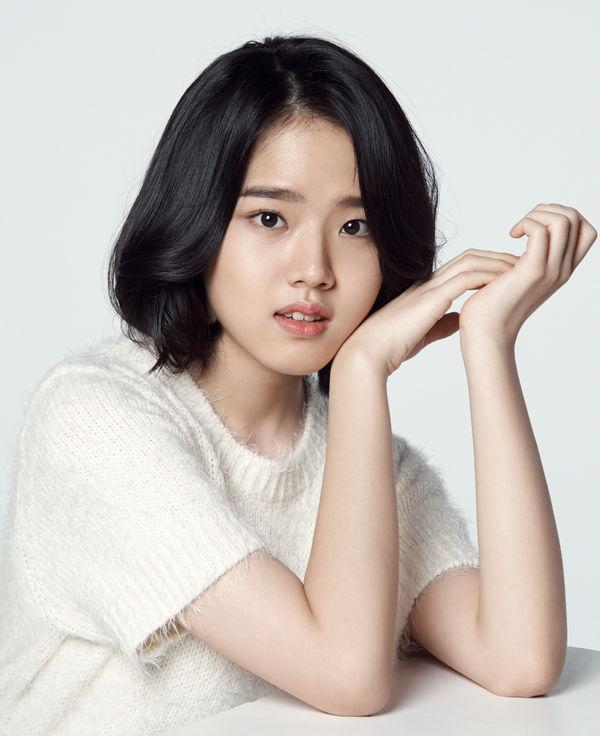 Ong Seong Woo (Wanna One) đẹp trai như tranh trong poster đầu tiên của drama Moment of Eighteen - Hình 3