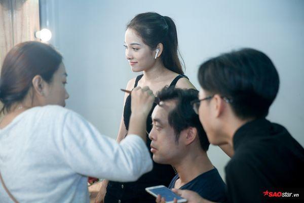 Sara Lưu ân cần chăm sóc Dương Khắc Linh tại hậu trường The Voice Kids: Tình như vợ chồng son là đây! - Hình 4