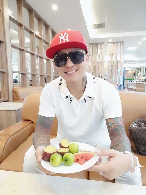Sợ sa sút phong độ, ca sĩ Tuấn Hưng ăn kiêng khắc nghiệt để giảm cân - Hình 1