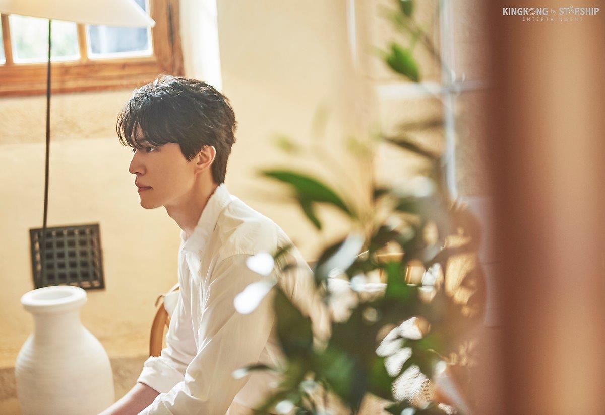 Thần chết Lee Dong Wook và bộ ảnh bên cánh đồng hoa, nam thần đẹp hơn hoa là có thật - Hình 9