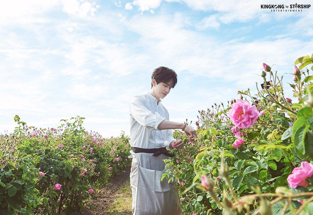 Thần chết Lee Dong Wook và bộ ảnh bên cánh đồng hoa, nam thần đẹp hơn hoa là có thật - Hình 5